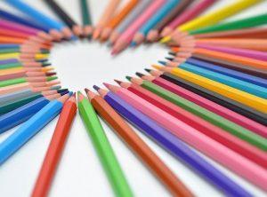 ceruzákkal, filctollakkal, akvarell ceruzák Kreatív játékok